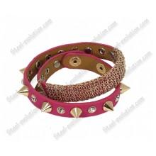 Кожаный браслет с шипами розовый