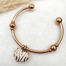 Жесткий браслет из ювелирного сплава Сердечко с белой эмалью