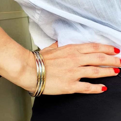 Жесткий браслет из ювелирного сплава на руку Виола
