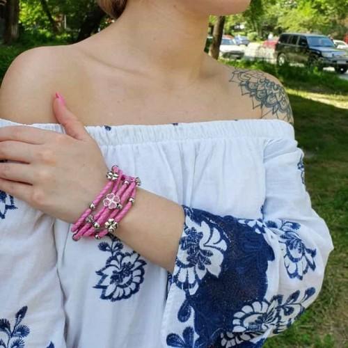 Кожаный браслет плетенка розовый со стальным замком