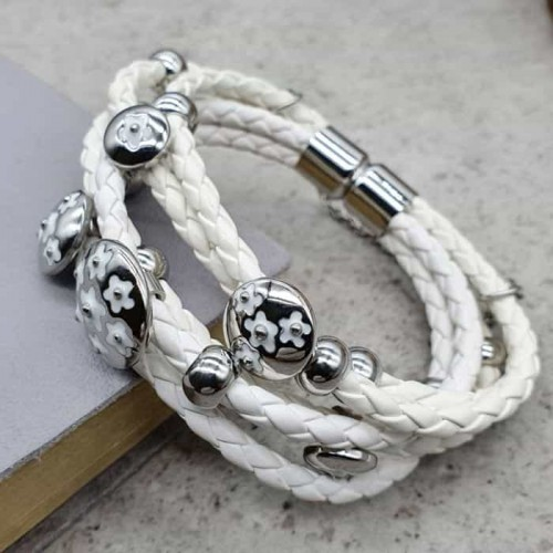 Белый браслет из натуральной плетеной кожи и медицинской стали