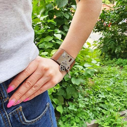 Кожаный браслет со стальной застежкой коричневый