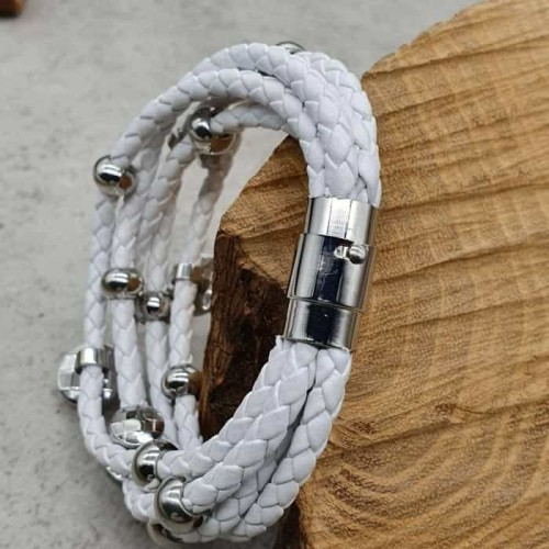 Белый браслет из натуральной кожи и медицинской стали