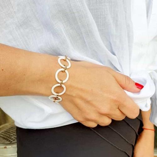 Белый керамический браслет на руку со стальной застежкой