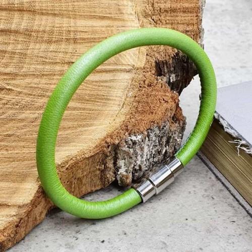 Кожаный браслет со стальной магнитной застежкой Зеленый луг