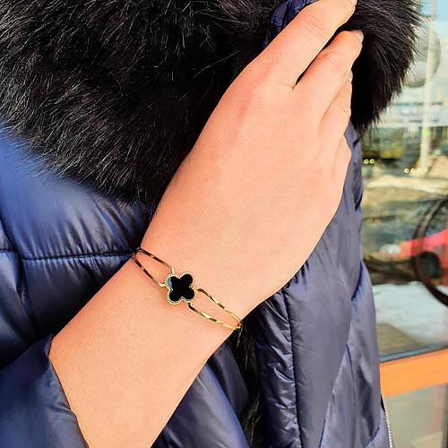 Браслет-обруч на руку из стали с PVD покрытием и клевером