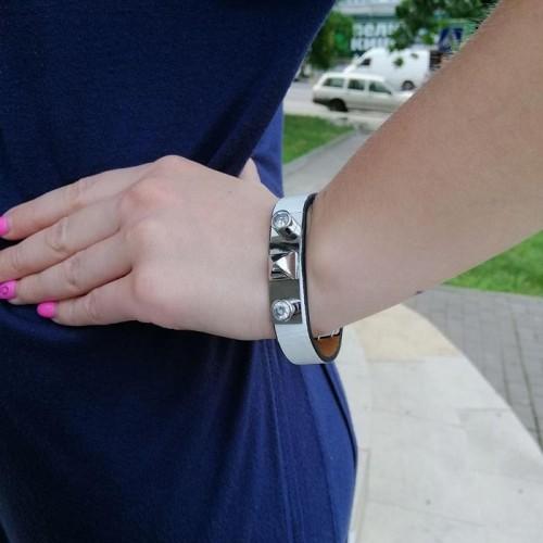 Женский оригинальный браслет из натуральной белой кожи Серебряная пирамида