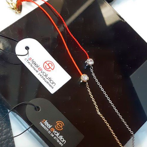 Браслет красная нитка оберег с фианитом и буквой К сталь