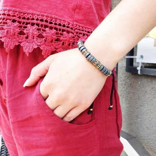Браслет фенечка из текстильных шнурков на руку