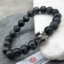 Эластичный браслет-бусы из натурального камня Мальтийский крест и череп