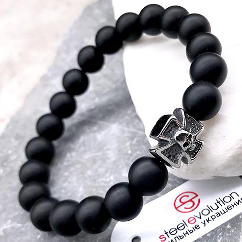 Эластичный браслет-бусы из натурального камня Мальтийский крест и череп матовый