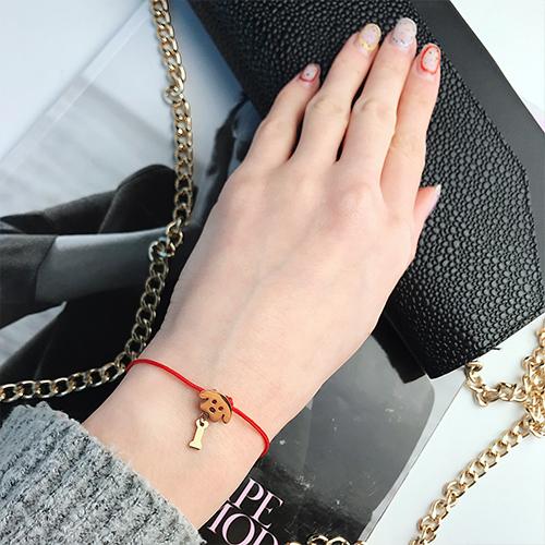 Браслет красная нить на руку Собачка с косточкой
