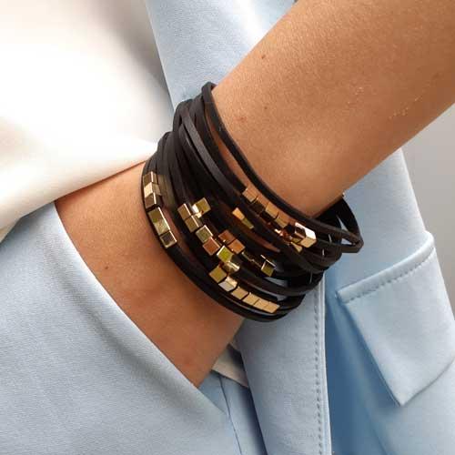 Великолепный женский браслет из черной экокожи Кубики