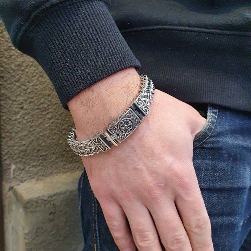 Браслет-цепочка из стали двойного плетения с орнаментом на застежке