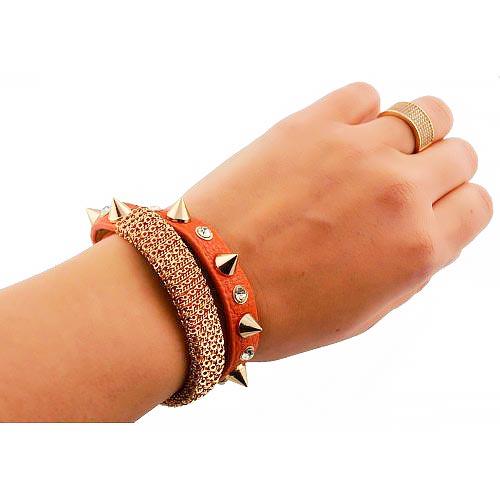 Кожаный с шипами браслет оранжевый
