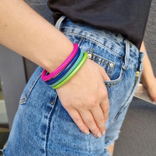 Стильные разноцветные яркие браслеты в ассортименте