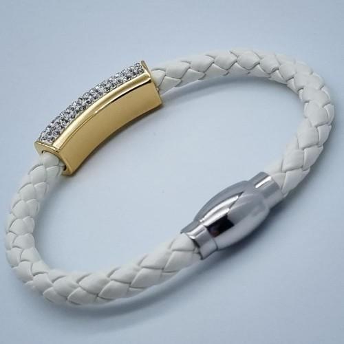 Женский кожаный плетеный браслет с декором из циркониев белый