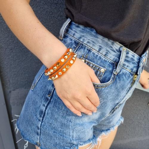 Кожаный браслет с шипами оранж