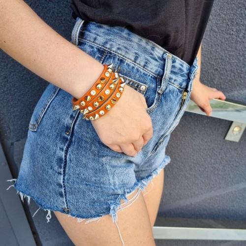 Кожаный браслет с шипами из натуральной кожи оранжевого цвета