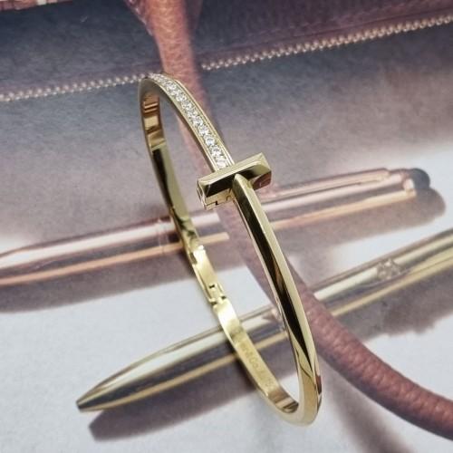 Нежный женский браслет из стали с цирконами Адриана