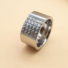 Широкое стальное кольцо с кристаллами Cerruti