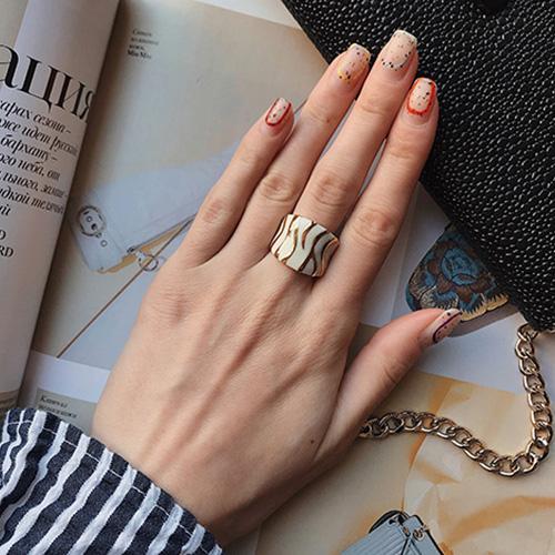 Кольцо женское с эмалью