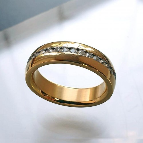 Женское кольцо из ювелирной стали с циркониями Каприз