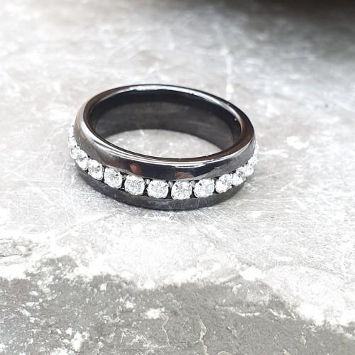 Керамическое кольцо женское с циркониями