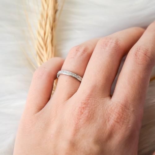 Женское кольцо из стали с циркониями 3 мм