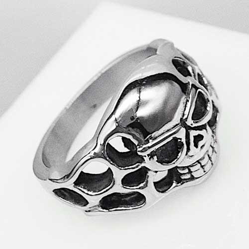 Байкерское кольцо с черепом из медицинской стали