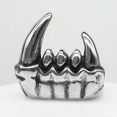 Байкерское кольцо из медицинской стали Клыки вампира