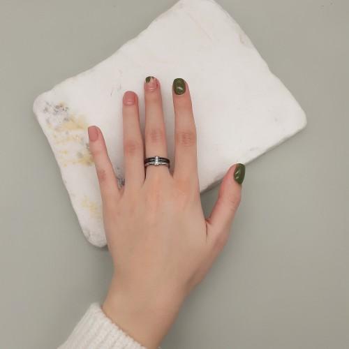 Женское стальное кольцо с черной керамикой и циркониями Ванесса