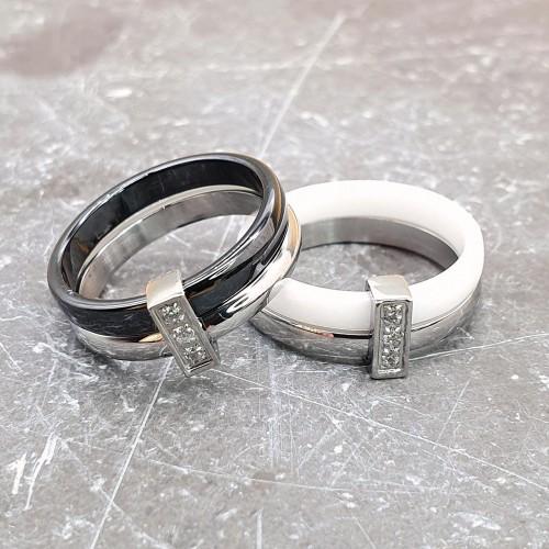 Кольцо из керамики и стали с фианитами