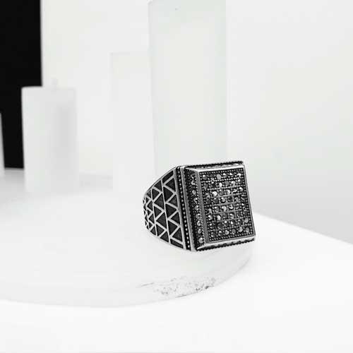 Байкерское кольцо-печатка из медицинской стали Канцлер