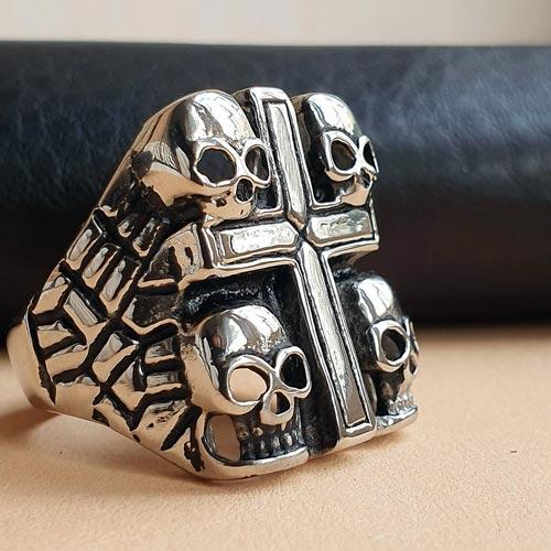 Байкерское кольцо из медицинской стали Четыре черепа