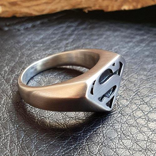 Байкерское кольцо-печатка из медицинской стали Супермен