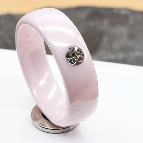 Кольцо из розовой керамики с цирконием