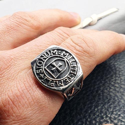 Байкерское кольцо-печатка из медицинской стали Templum Signum Militi