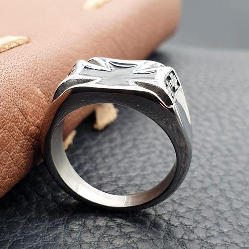 Кольцо из хирургической стали с мальтийским крестом