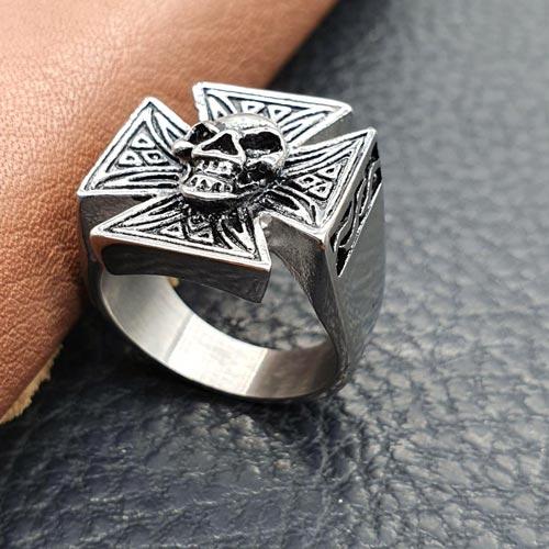 Байкерское кольцо из медицинской стали Череп Бальво