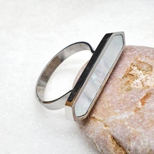 Кольцо из стали с перламутром