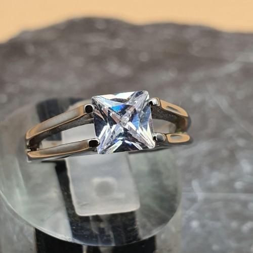 Кольцо для обручения с квадратным цирконием Шебби