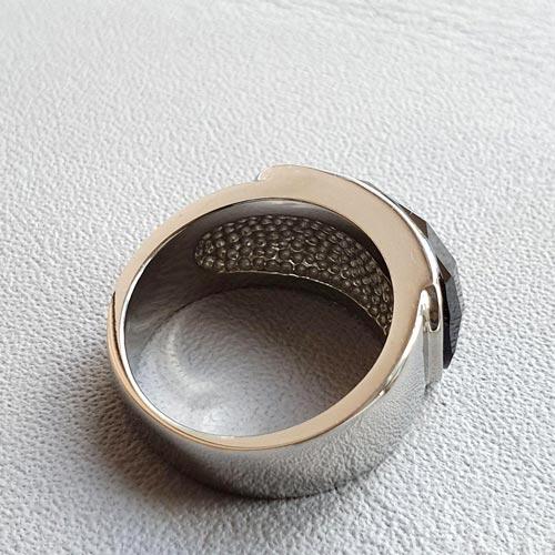 Женское стальное кольцо с черным камнем Камея