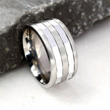 Обручальное кольцо антистресс из медицинской стали с мелкими гранями и оборачивающимся элементом 9 мм