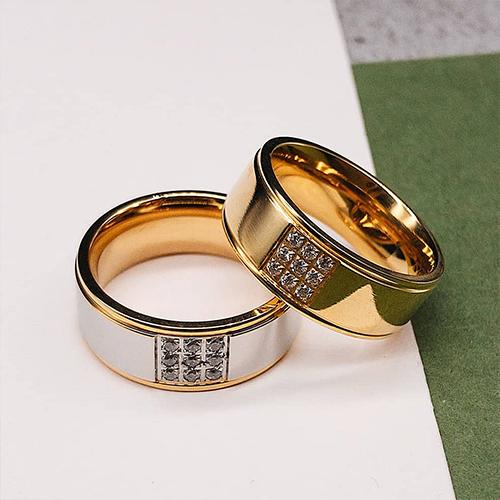 fab082a5ce235c ... фото Обручальное кольцо из медицинской стали с девятью циркониями сталь/золото  8 мм | Steel