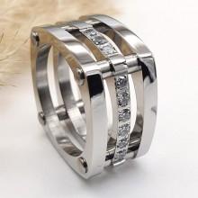 Стальное кольцо женское с фианитами Шампань