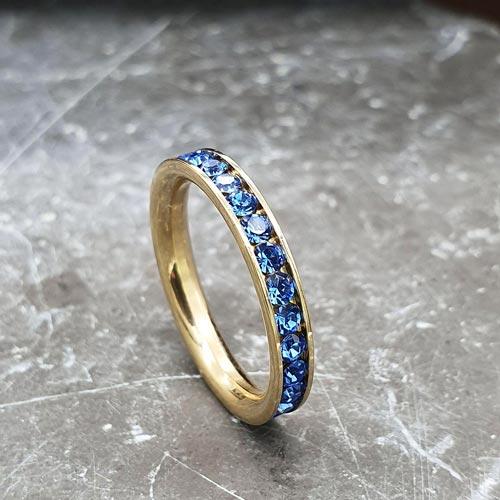 Женское кольцо с кристаллами синего цвета под золото