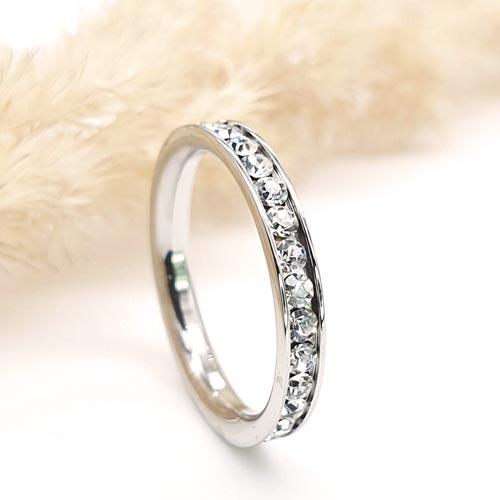 Стальное кольцо с белыми циркониями женское