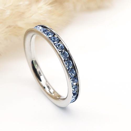 Кольцо из медицинской стали женское со светло-голубыми циркониями