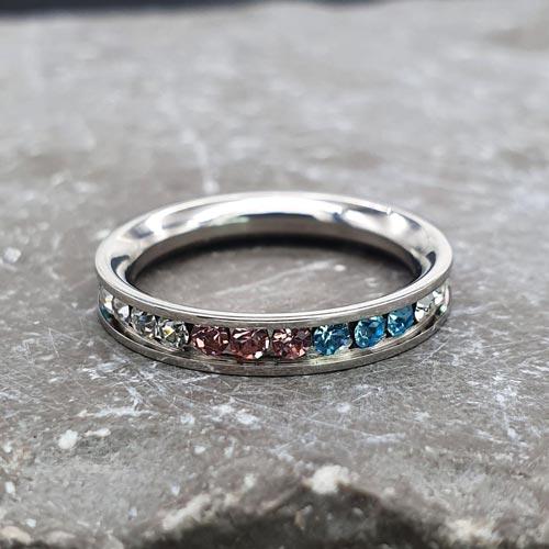 Женское кольцо из медицинской стали с разноцветными кристаллами